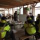 Les salariés d'OASURE en séance participative de l'atelier RSEI sur la sensibilisation au tri des déchets. Formation assurée par OASIS.